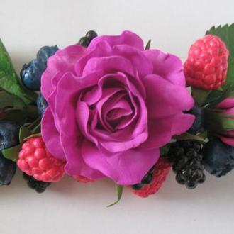 Заколка с розами и ягодами