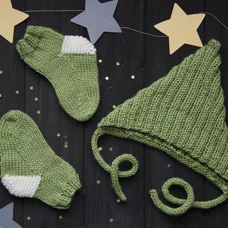 Набор для малыша: шапочка и носочки