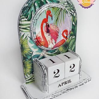 Вечный календарь Розовый фламинго в листьях (русский/английский)
