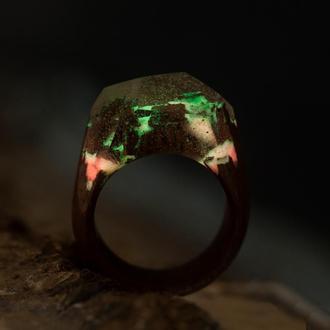 Кольцо из красного дерева и смолы эпоксидной