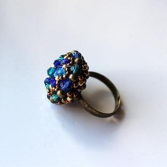 Кольцо с кристаллами и бисером