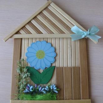Интерьерный домик из бамбука