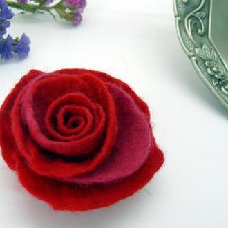 Брошь роза. Красная валяная брошь цветок из шерсти мериноса