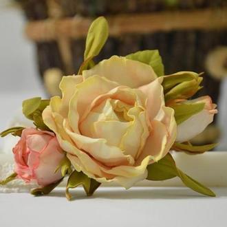Повязка из кружева с цветами из фоамирана