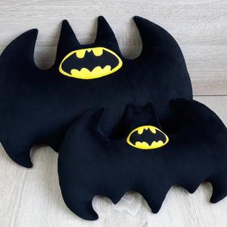 Мягкая игрушка-подушка Бэтмен эмблема бэтаранг