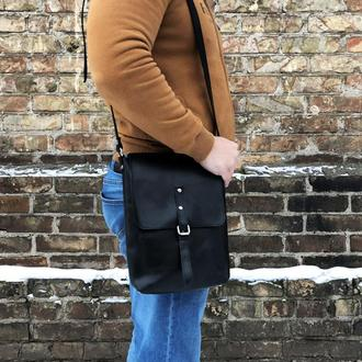 Черная кожаная мужская сумка на плечо