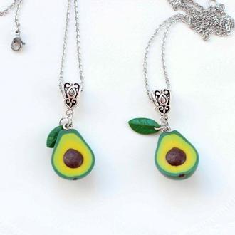 Подвеска кулон авокадо, подвеска из полимерной глины подарок лучшей подруге