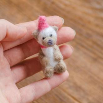 Мишка в колпачке валяная миниатюрная игрушка - Игрушки в технике валяния из шерсти - Ручная работа