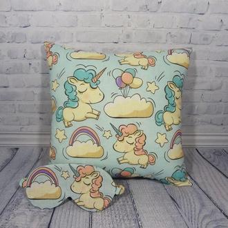 Декоративная подушка - единороги в облаках