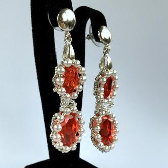 Длинные серебряные серьги с двумя красными кристаллами Swarovski и жемчугом