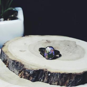 Винтажное кольцо с Гипсофилой на сиреневом фоне