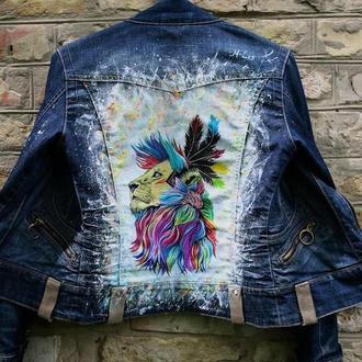 """Джинсовая куртка с рисунком """" Лев"""" ."""