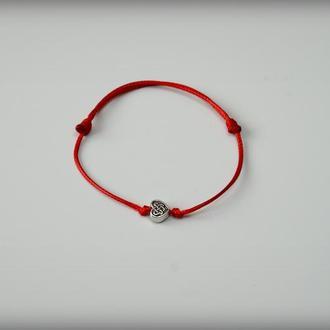 Браслет-оберег, красная нить с сердцем