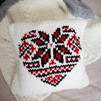 """Вязаный чехол на подушку с украинским орнаментом """"Сердце"""""""