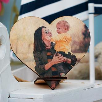 Дерев'яне серце на підставці з вашим фото