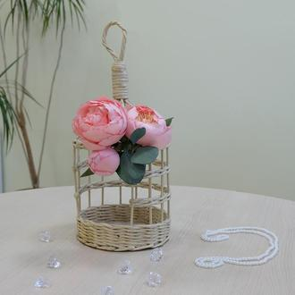 Декоративная клетка с розовыми пионами