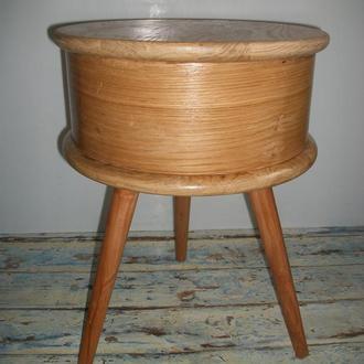 Многофункциональный предмет)) Используется в качестве табурета, кофейного столика, тумбочки.