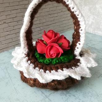 Декоративная корзинка с розами