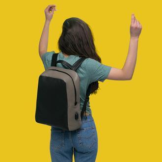 """Кожаный рюкзак для 13"""" ноутбука с внешним USB-портом и автоматическим брелком для ключей"""