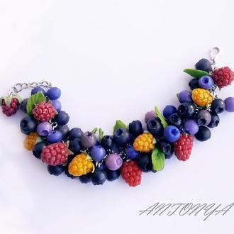 Браслет с ягодами