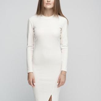 Платье с разрезои