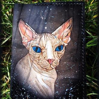 Кожаная обложка на паспорт Сфинкс с голубыми глазами