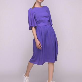 Платье фиолетовое с вырезом и завязкой на спинке