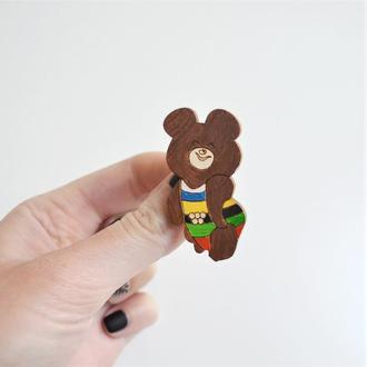 Деревянный значок-брошь Олимпийский мишка