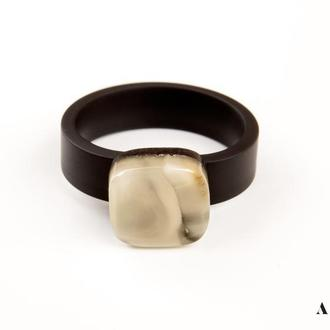 Каучуковое кольцо с натуральным янтарем, Размер - 17,5