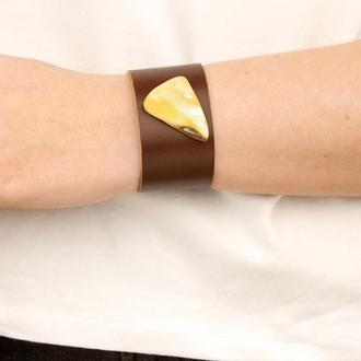 Кожаный браслет с натуральным янтарем