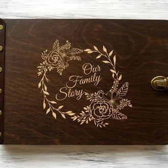 """Фотоальбом в деревянной обложке """"Our Family Story"""""""