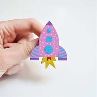 Дерев'яний значок-брошка Ракета
