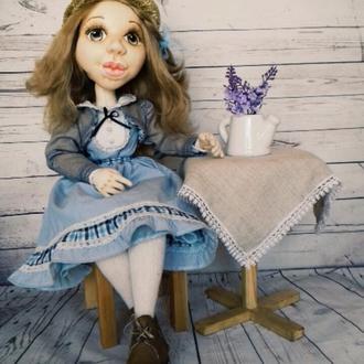 Коллекционная текстильная шарнирная кукла в классическом стиле