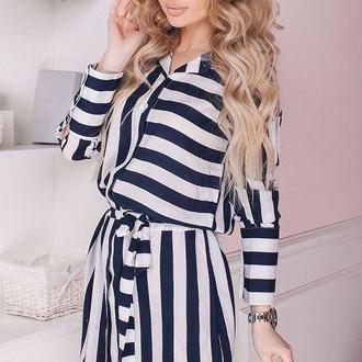 Короткое платье в темно-синюю полоску