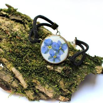 Браслет на замшевом шнуре с цветами вероники