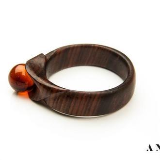 Янтарное кольцо на дереве кокоболо (Мексика)