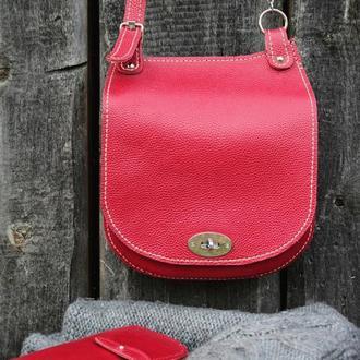 Красная дамская сумочка