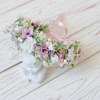 Венок белый с нежно розовыми цветками