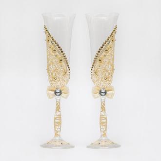 Свадебные бокалы в бежевых тонах с росписью