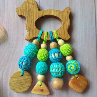 Деревянный грызунок-прорезыватель вязаный подарок малышу ручная работа Эко натуральный