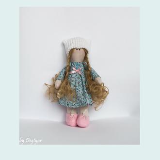 кукла в голубом платье, кукла в шапочке