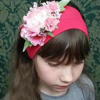 Розовая повязка на голову с цветами