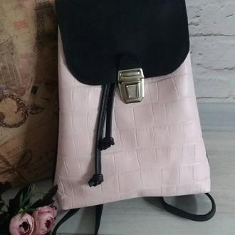 Рюкзак из натуральной кожи CrazyHorse + рептилия. Цвет черный/розовый.