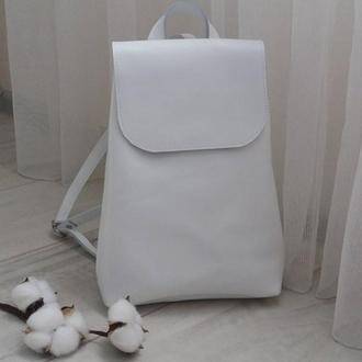 Рюкзак из натуральной плотной кожи. Цвет белый. Ручная работа