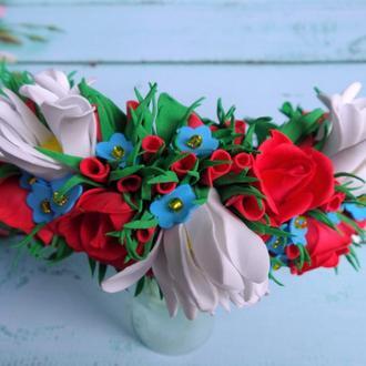 Летний яркий обруч из фоамирана с цветами ромашки, розы и незабудки