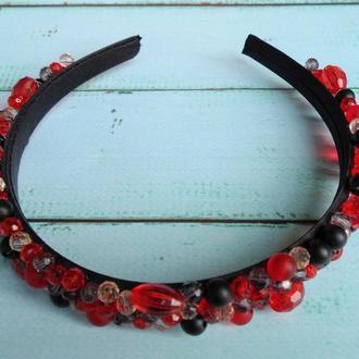 Обруч с красно-черными бусинами