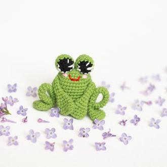 Маленькая зеленая жабка, игрушка вязаная крючкм, амигуруми