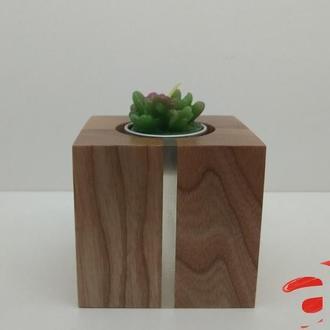Авторские деревянные подсвечники с декоративными вставками.