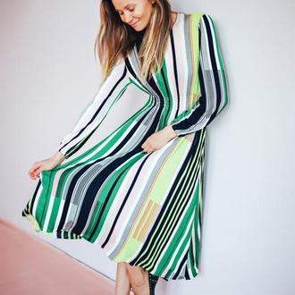 Платье в яркую полоску