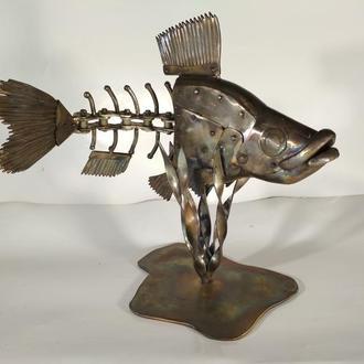 скульптура рыбы из нержавеющей стали в стиле стимпанк